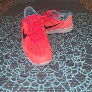 Nike FreeRN • size 6Y/women's 7.5/8